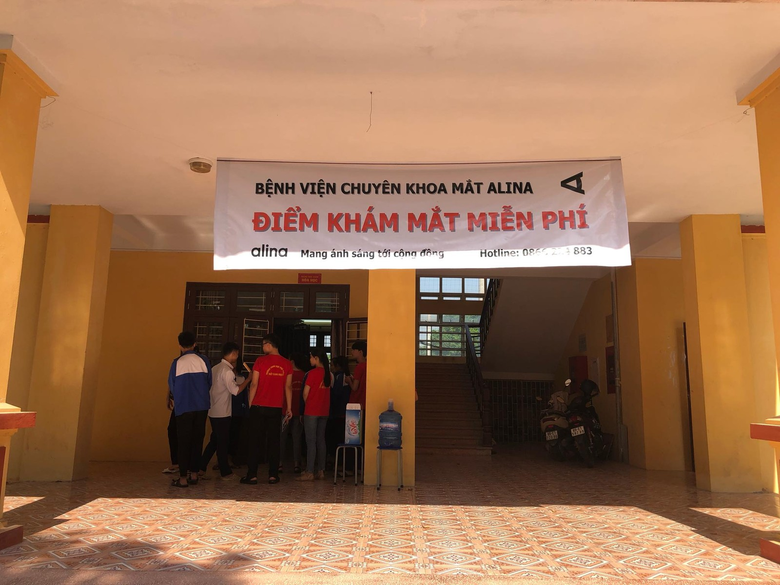 Hơn 900 học sinh Trường THPT Triệu Quang Phục được khám sàng lọc miễn phí các tật khúc xạ